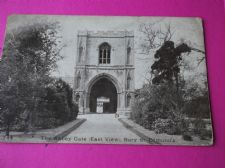 VINTAGE POSTCARD PAWSEY THE ABBEY GATE EAST VIEW BURY ST. POSTED